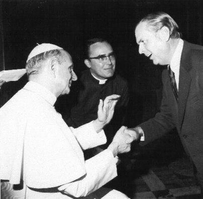 http://www.destroyfreemasonry.com/antipope-paul-6-masonic-handshake.jpg